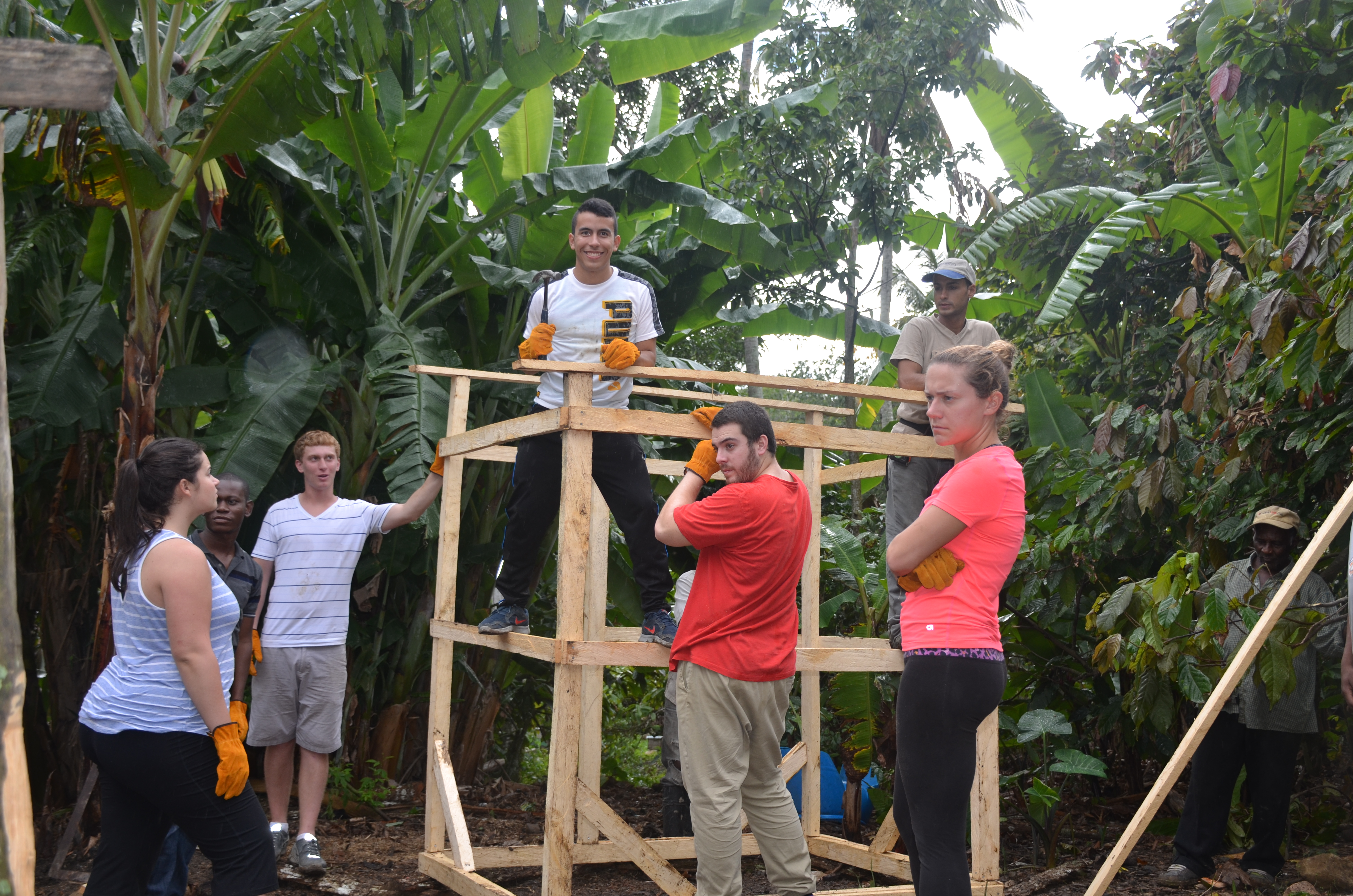 Six students study abroad in the Dominican Republic while also giving back to the community. LU Photos.